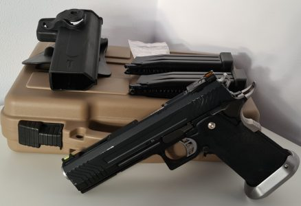 Includes 1x green gas mag, 1x Co2 mag, Nuprol holster and Nuprol hard case
